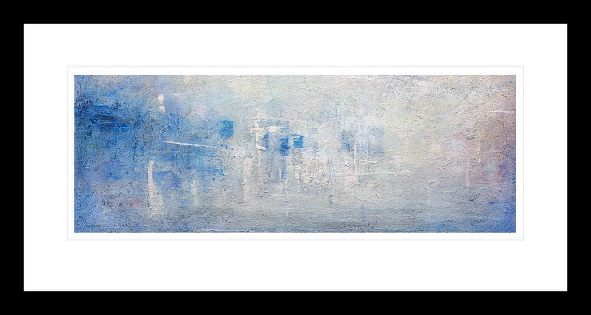 Abstrakt kunst med en glødende blå og hvit Antarktis solnedgang. Håndkolorert grafikk av Vebjørn Sand.