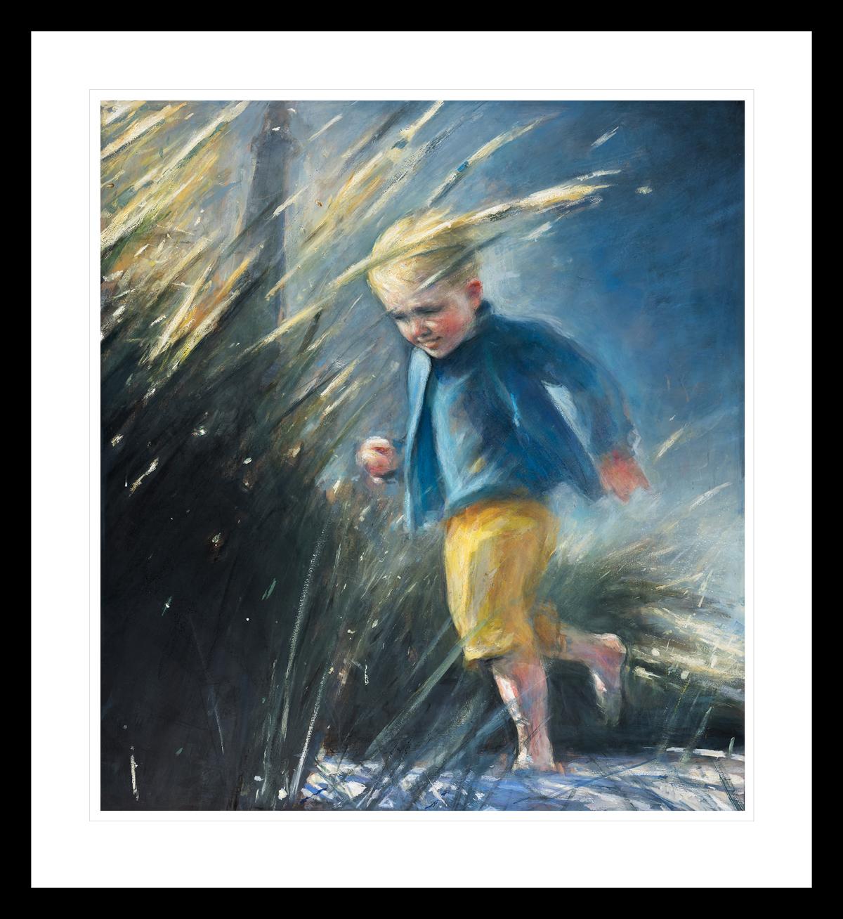 Ung gutt springer på stranda i gule shorts og en blå topp. Håndkolorert grafikk av Vebjørn Sand.