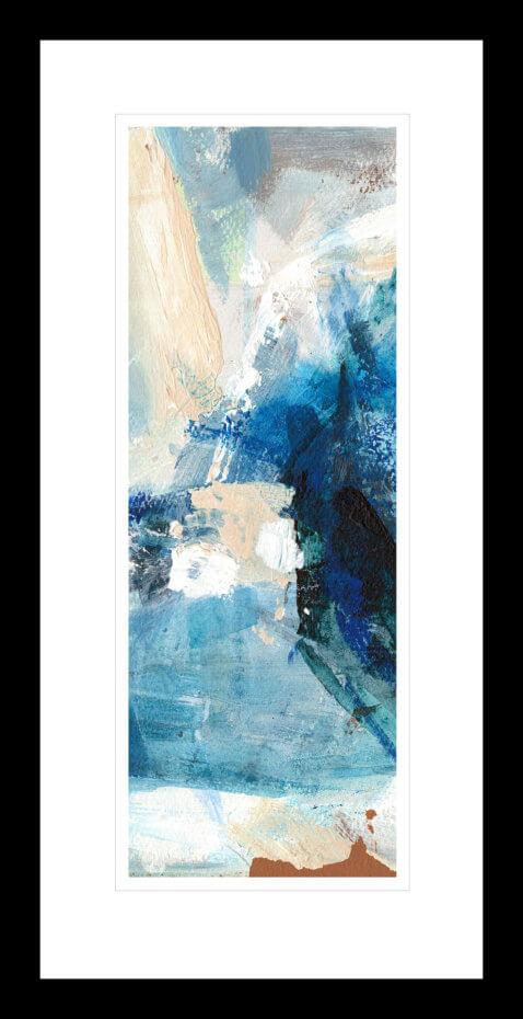 Abstrakt kunst med glødende blå, beige og hvite penselstrøk. Håndkolorert grafikk av Vebjørn Sand.