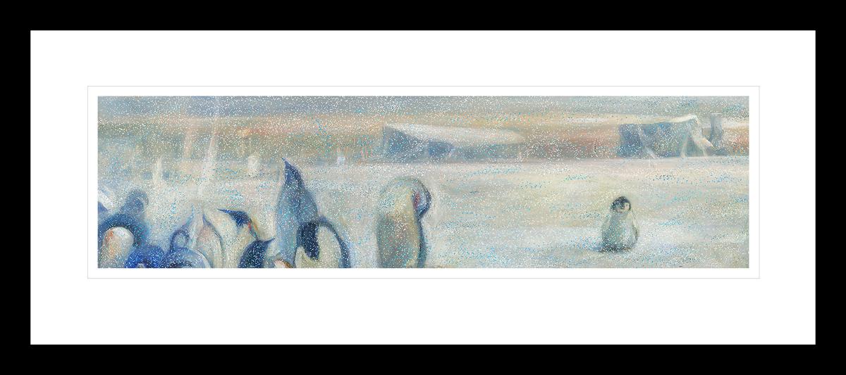 Snødekket Antarktis landskap med pingiviner, en baby pingvin står alene. Håndkolorert grafikk av Vebjørn Sand.