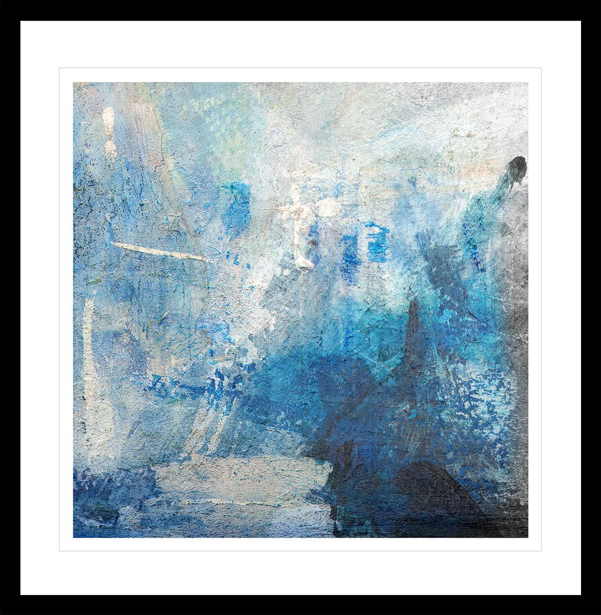 Abstrakt kunst med glødende blått og hvitt penselstrøk. Håndkolorert grafikk av Vebjørn Sand.