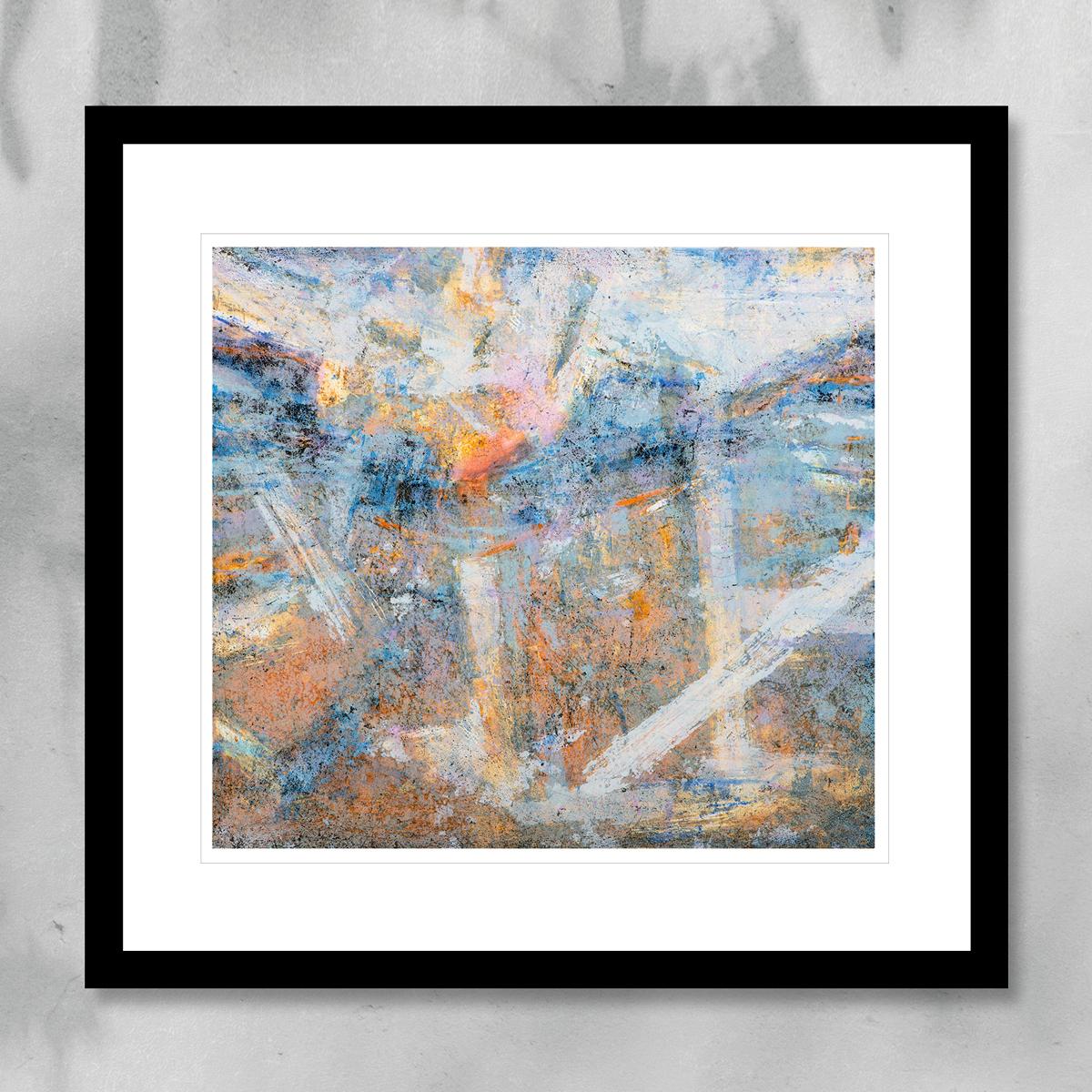 Abstrakt kunst med glødende blått og hvitt penselstrøk. Håndkolorert litografi av Vebjørn Sand.